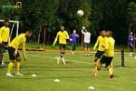 Chùm ảnh: ĐT Malaysia chơi tennis football trong buổi tập đầu tại Việt Nam
