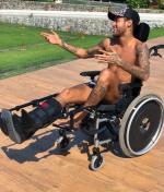 Ngoi sao Neymar bi chi trich vi dong gia Stephen Hawking