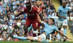 """Vừa đối đầu ngoài trời Âu, Man City vừa """"giúp"""" Liverpool trong nước"""