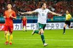 Bi Gareth Bale pha ky luc, huyen thoai Liverpool to ra hai long