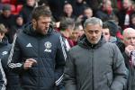 Carrick tien cu 2 sao tre cho Mourinho