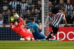 Du am Newcastle 2-1 Arsenal: Tham hoa hang thu pha nat giac mo Top 4