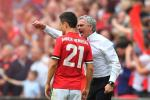 Man Utd: Jose Mourinho va van bai lat ngua