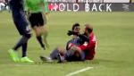 Clip bóng đá vui: Các pha phạm lỗi gây cười