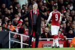 Goc nhin: Arsenal hoa bac nhuoc, sao lai trach Wenger?