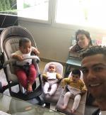 Ngoi sao Ronaldo khoe anh hanh phuc ben ban gai va ba con