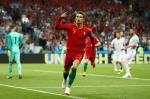 Lap hat-trick, Ronaldo duoc HLV BDN dua len may