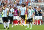 Thua Phap, dong doi cau xin Messi khong tu gia DT Argentina