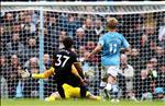 Man City thua soc, Pep Guardiola van lon tieng thach thuc Liverpool