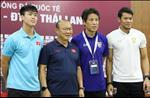 Hop bao truoc tran Viet Nam vs Thai Lan: HLV Nishino ap luc, HLV Park Hang Seo quyet tam