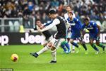 Juventus 2-2 Sassuolo: Ronaldo sua chua sai lam cua dong doi phia duoi