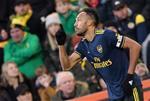 Thong ke Norwich 2-2 Arsenal: Aubameyang lai toa sang