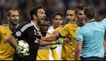 Buffon vuot mat Edwin van de Sar, chi kem Casillas