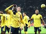 Arsenal da biet thang: Pepe va tia sang le loi cuoi duong ham