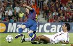 VIDEO: Nesta tung khien Messi dap dau tuc toi ra sao
