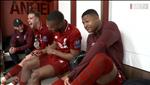 VIDEO: Phong thay do Liverpool tung bung sau chien thang lich su