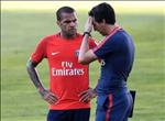 Chuyen nhuong Arsenal: Don Alves, chia tay Carl Jenkinson