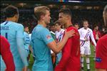 Ra mat Juventus, De Ligt phu phang phui cong Ronaldo