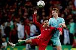 Cristiano Ronaldo noi gi ve bom tan De Ligt?