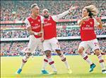 Arsenal khoi dau suon se: Tren doi vai cap song sat Auba - Laca