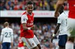 Arsenal chia diem truoc Tottenham: The thoi phai the