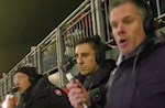 VIDEO: Bieu cam trai nguoc cua Gary Neville va Jamie Carragher trong dai chien Liverpool vs MU
