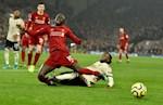 Wan-Bissaka da co mot tran dau tham hoa truoc Liverpool