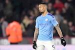 Man City lai hong penalty, Guardiola cay dang thot len mot dieu…