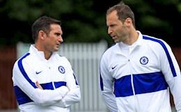 """Trước khi bị sa thải, Lampard """"huynh đệ tương tàn"""" với Cech"""