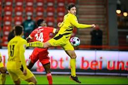Than dong Moukoko di vao lich su, Dortmund van tay trang