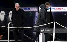 Steve Bruce noi gi khi chan Liverpool giup MU?