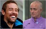 VIDEO: Mourinho treu dua se goi Peter Crouch ve Tottenham va phan ung cua chang seu