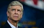 Thay tro HLV Wenger bat binh khi sao Tottenham khong phai nhan the do