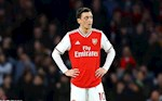Ngoi mat an bat vang, Mesut Ozil quyet khong chiu chia se kho khan voi Arsenal