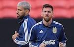 Aguero bao ve Messi giua nhung chi trich tren DT Argentina