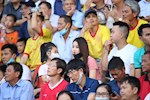 Anh: Khan dai Thien Truong ruc lua trong ngay da bai HAGL