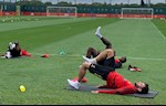 Luke Shaw: Bruno Fernandes vs Pogba rat manh me va quyet tam