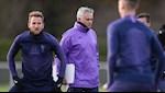 Kho khan lien tiep bua vay Tottenham, Mourinho toang that roi