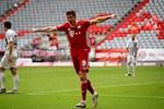 Bayern Munich 3-1 Freiburg: Lewandowski choi sang, Bayern lap ki luc moi