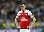 Arsenal thong bao ly do Ozil vang mat, NHM van khong phuc