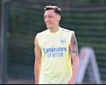 Vi sao Mesut Ozil vang mat truoc Sheffield United?