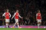 Huyen thoai Arsenal nghi ngo trinh do cua nhan vat gay tranh cai nhat CLB