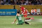 ẢNH: Văn Toản nhận 4 bàn thua, Hải Phòng sụp đổ tại Hàng Đẫy
