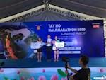 """""""Cô gái thép"""" Phạm Thị Hồng Lệ vô địch giải chạy Tay Ho Half Marathon 2020"""