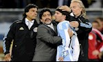 Ngay nay nam xua: Messi muoi mat roi World Cup 2010 ma khong co noi mot ban thang