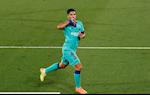 Pha luoi Villarreal, Luis Suarez di vao lich su Barca