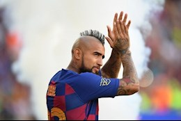 Huyen thoai Bayern danh gia thap Barca, Arturo Vidal dap tra manh me