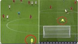 Khung khiep: Manuel Neuer chay 50m ve cuu thua cho Bayern Munich