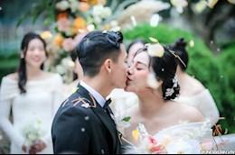 ẢNH: Trung vệ Bùi Tiến Dũng có hành động ngọt ngào trong lễ cưới tại Hà Nội