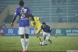 HLV Chu Dinh Nghiem: Doi thu tuoi nuoc len mat san de pha loi choi cua Ha Noi FC